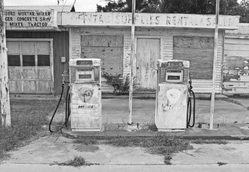 abandoned-gas-station-03-cmp