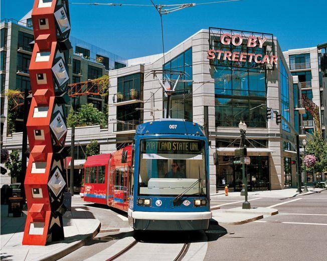 Plan_Streetcar_streetcar2_courtesy_TravelPortland_-652x521